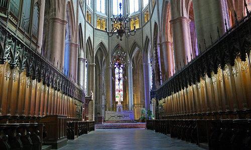 【フランス ロデズ観光】ノートルダム大聖堂のゴシック建築が魅力的!