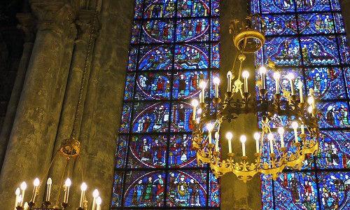 フランスのシャルトル大聖堂のステンドグラスは写真を撮るのにおすすめ!